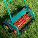 Košnja trave je najpogostejše opravilo na trati